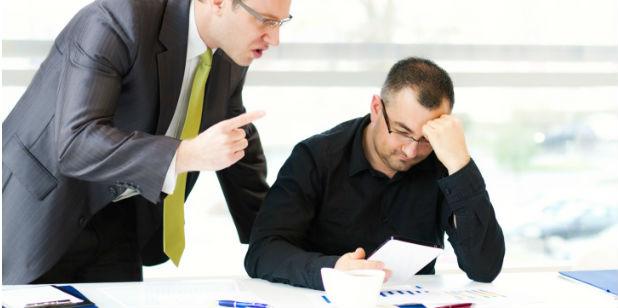 Superiores hierárquicos são os principais autores de assédio no local de trabalho