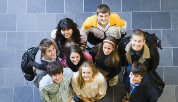 Quase 40% dos jovens do interior querem continuar estudos no litoral do país