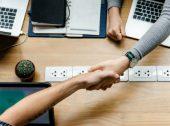 """Processamento salarial """"in"""" ou """"out""""? A chave para uma gestão de tempo mais eficaz"""